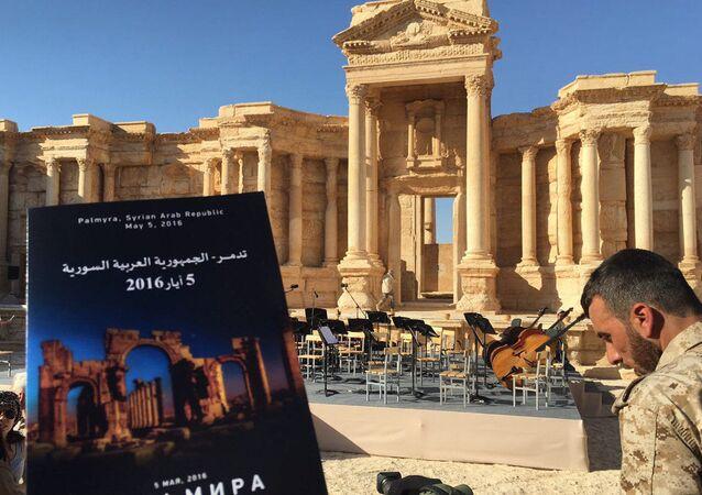 Přípravy ke koncertu v Palmýře