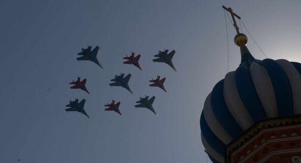 Su-27 a MiG-29 během generální zkoušky přehlídky Vítězství