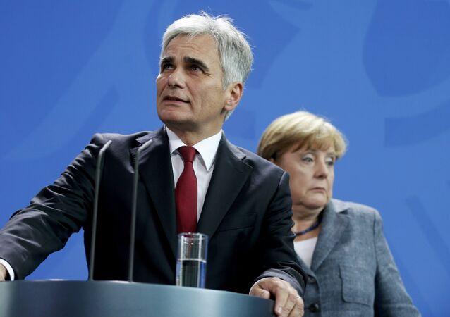 Rakouský kancléř Werner Faymann a německá kancléřka Angela Merkelová
