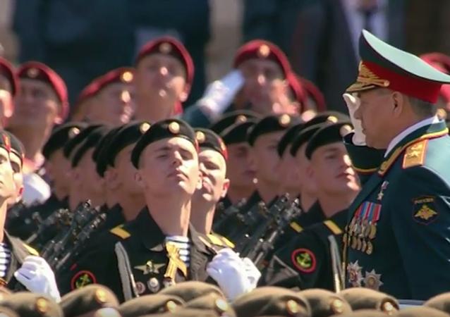 Pochod pěchoty po Rudém náměstí. Video