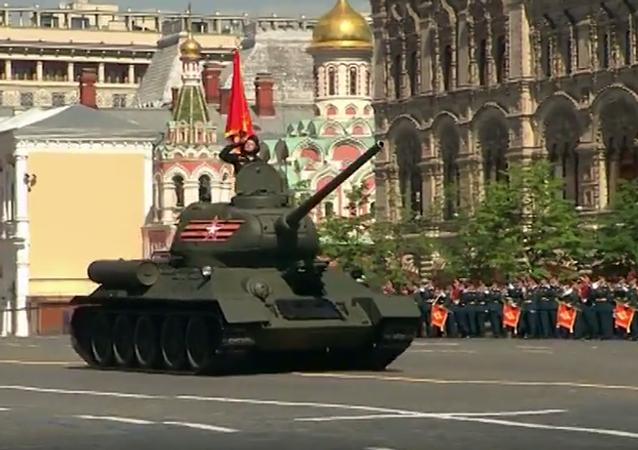 Ruský vojenský hardware na přehlídce Dne vítězství 2016. Video