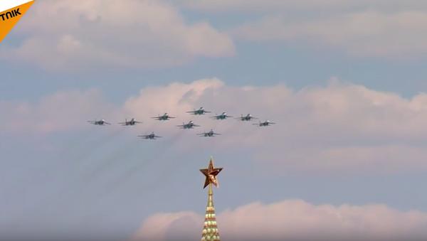 Ruské letectvo se účastní oslav Dne vítězství v Moskvě. Video - Sputnik Česká republika