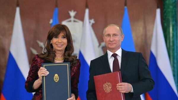 Ruský prezident Vladimir Putin a argentinská prezidentka Cristina Kirchner - Sputnik Česká republika