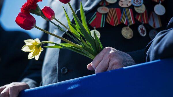Veterán a květiny - Sputnik Česká republika