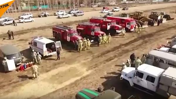 Hasiči v akci: ruské povodňové a požární pomocné cvičení. VIDEO - Sputnik Česká republika