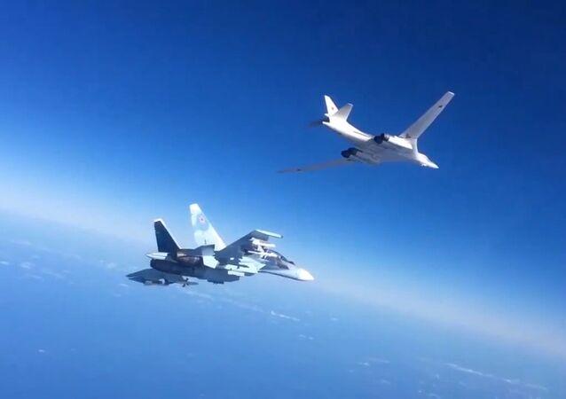 Tu-160 se stíhacím doprovodem v Sýrii. Ilustrační foto