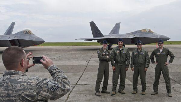 Američtí piloti a stíhačky F-22 na základně Kogalniceanu v Rumunsku 67 - Sputnik Česká republika