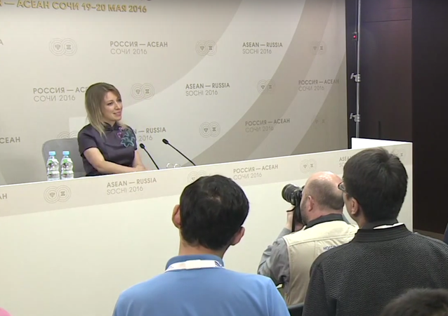 Maria Zacharovová slíbila, že zatančí novinářům Kalinku