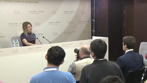 Maria Zacharovová slíbila, že zatančí novinářům Kalinku - Sputnik Česká republika