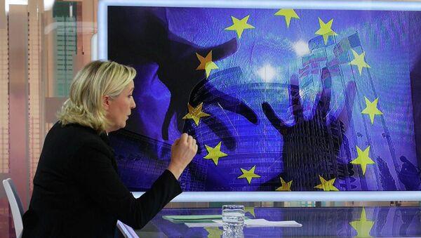 Předsedkyně francouzské strany Národní fronta Marine Le Penová - Sputnik Česká republika