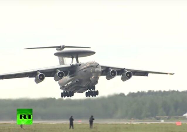 MO Ruska předvedlo nenovější letadla A-50U