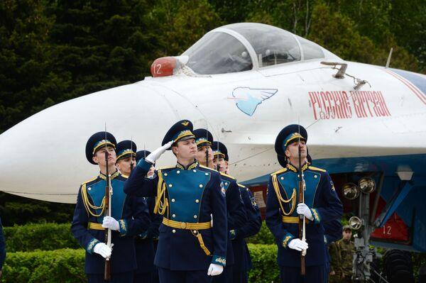 Skupiny letecké akrobacie Russkije viťazi a Striži: 25 let - Sputnik Česká republika