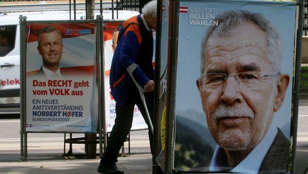 Předvolební plakáty s Norbertem Hoferem a Alexandrem Van der Bellenem - Sputnik Česká republika