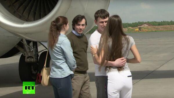 Letadlo s ruskými občany Jerofejevem a Alexandrovem přistálo na moskevském letišti - Sputnik Česká republika