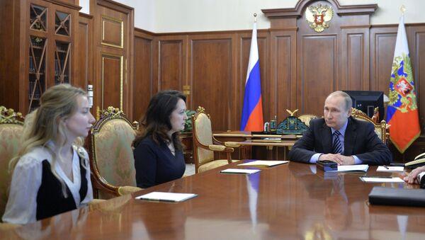 Putin poděkoval blízkým zavražděných novinářů za prosbu udělit milost Savčenkové - Sputnik Česká republika