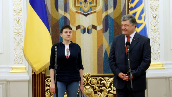 Naděžda Savčenková a Petro Porošenko - Sputnik Česká republika