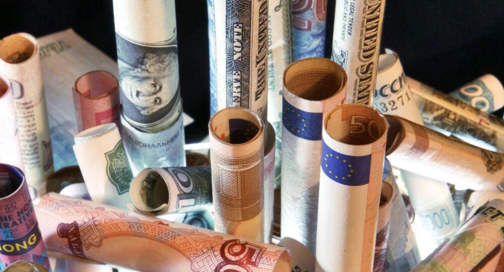 Během května se Rusko zbavilo přinejmenším třetiny amerických dluhopisů