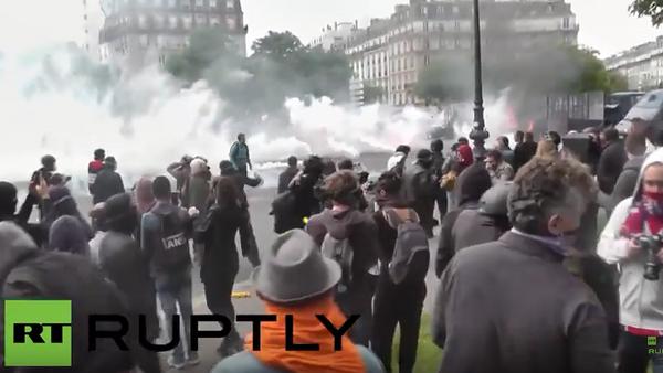 Francie: násilné střety zasáhly Paříž při demonstraci proti pracovní reformě - Sputnik Česká republika