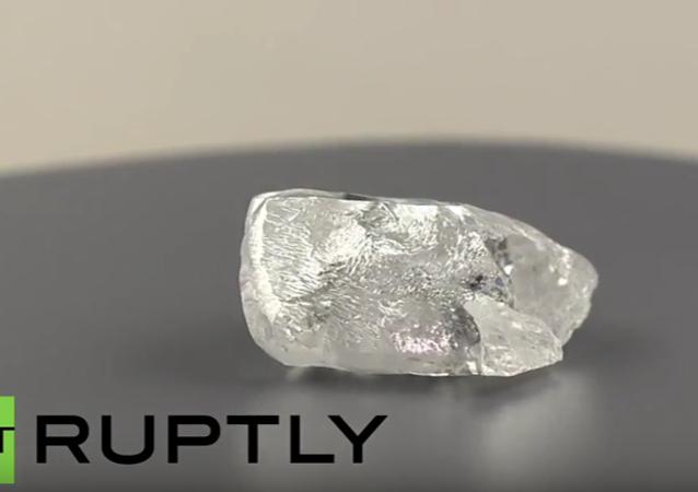 V Jakutsku byl nalezen unikátní diamant o rozměru tenisového míče