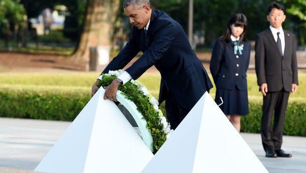 Barack Obama klade věnec k památníku v Hirošimě 27. května 2016 - Sputnik Česká republika