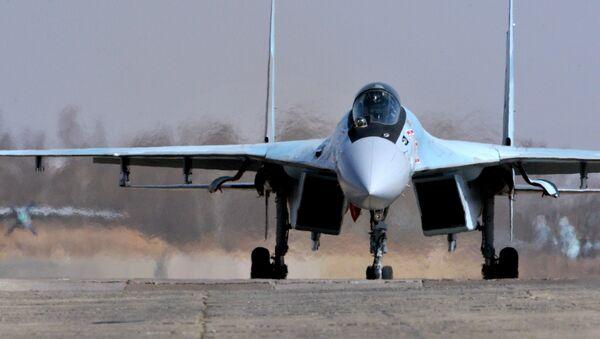 Su-35S během všeruské soutěži Aviadarts 2016 - Sputnik Česká republika
