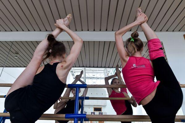 Gymnastky moskevské Školy olympijských rezerv - Sputnik Česká republika