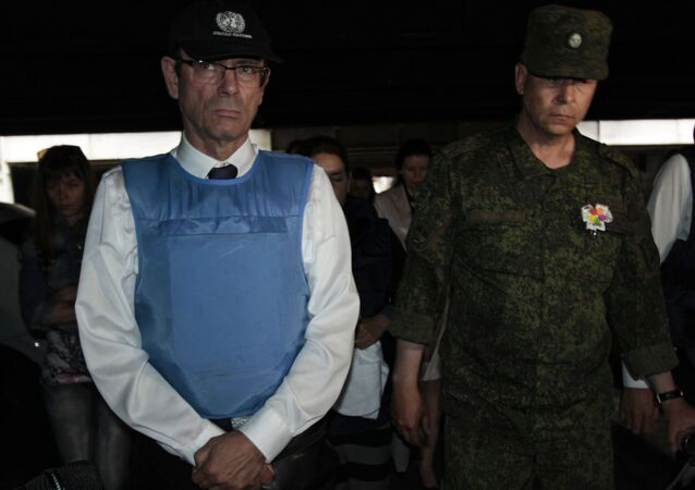 Pomocník generálního tajemníka OSN pro lidská práva Ivan Šimonovič a Eduard Basurin na doněckém letišti