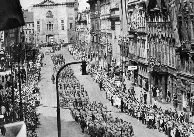 Sovětští vojáci v Praze v roce 1945