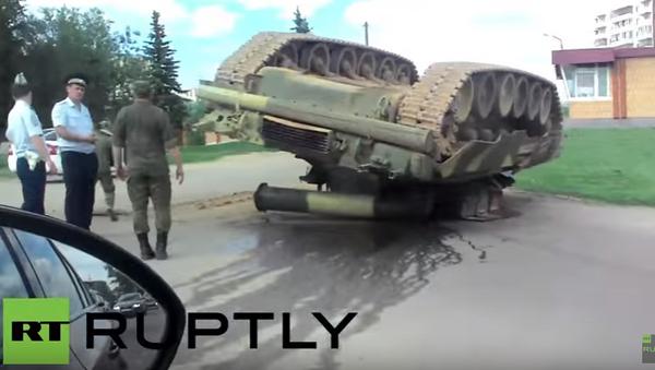 Rusko: T-80U zůstal po nehodě hlavou vzhůru - Sputnik Česká republika