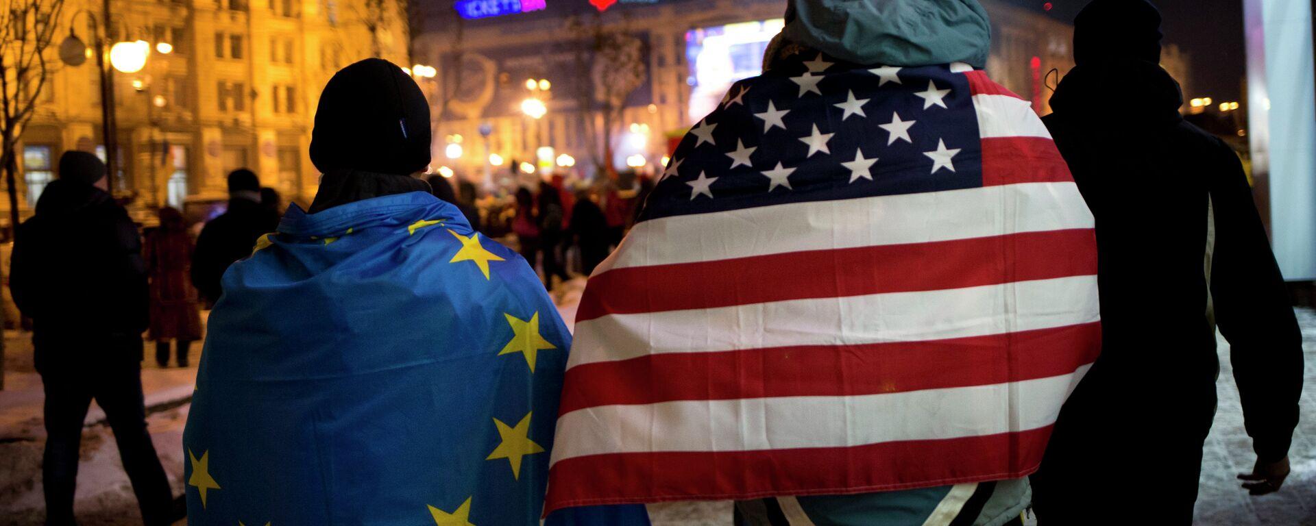 Vlajka USA a vlajka EU - Sputnik Česká republika, 1920, 29.05.2021