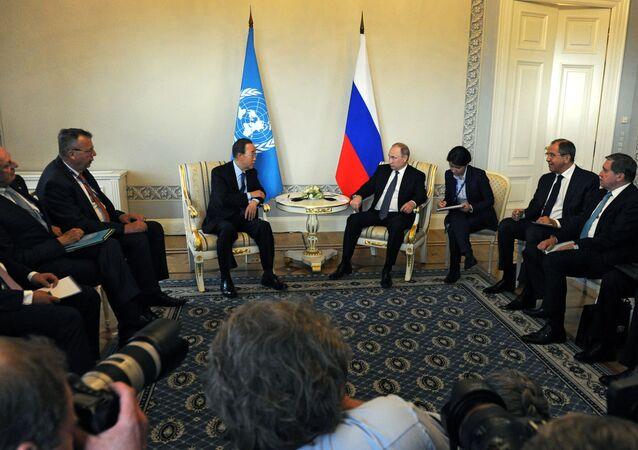 Beseda ruského prezidenta Vladimira Putina s generálním tajemníkem OSN Pan Ki-munem