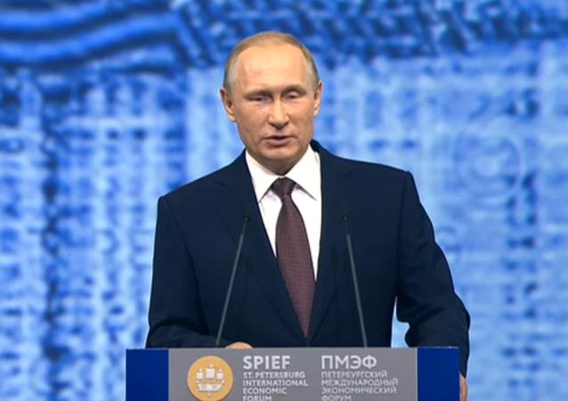 Putin na ekonomickém fóru v Petrohradě