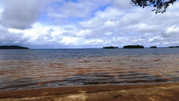 Jezero Sjamozero v Karelské republice, Rusko - Sputnik Česká republika