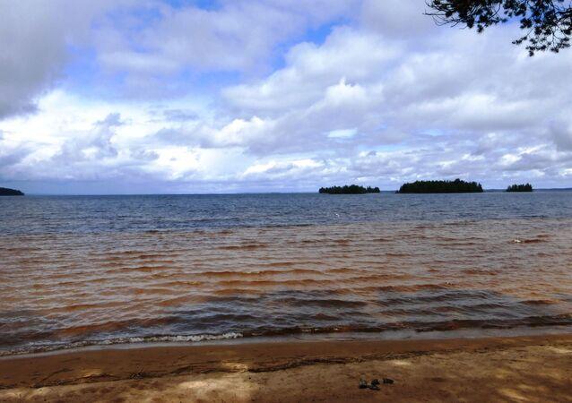 Jezero Sjamozero v Karelské republice, Rusko