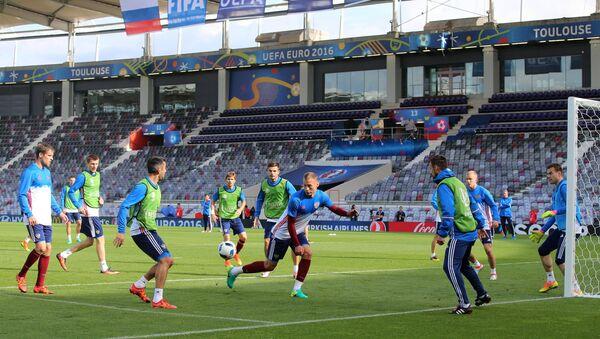 Ruští fotbalisté během tréninku na Euro 2016 - Sputnik Česká republika