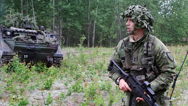 Litevský voják během cvičení NATO Saber strike - Sputnik Česká republika