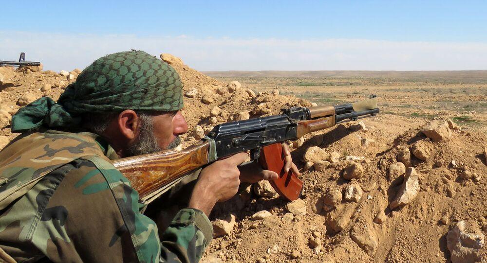 Syrský voják v provincii Rakka, Sýrie