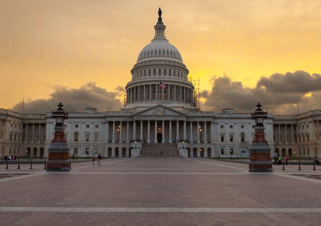Kapitol USA ve Washingtonu