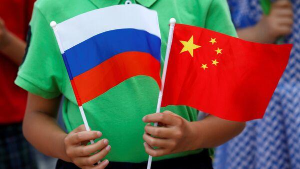 Ruská a čínská vlajky - Sputnik Česká republika