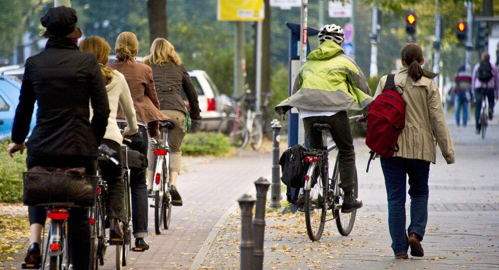 Пешеходы и велосипедисты в Берлине