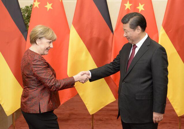 Si Ťin-pching a Angela Merkelová