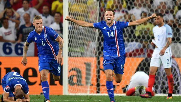 Islandští fotbalisté slaví vítězství nad Angličany - Sputnik Česká republika
