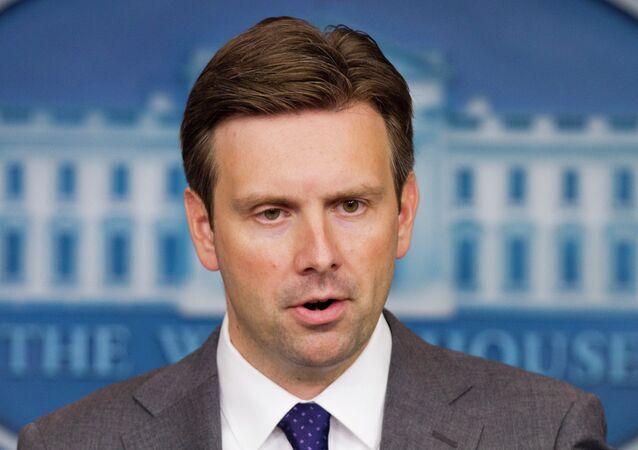 Mluvčí Bílého domu Josh Earnest