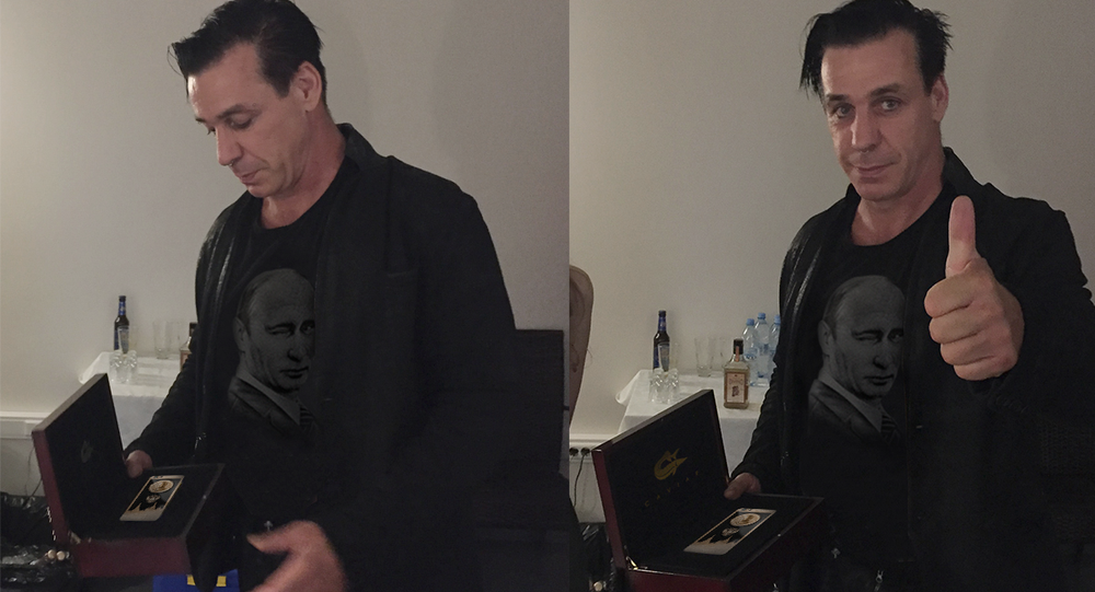 Till Lindemann se zlatým iPhonem