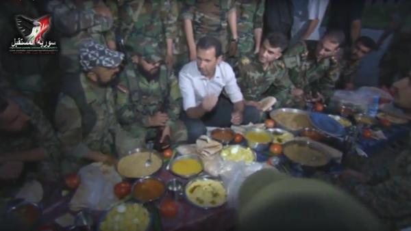 Bašár Asad povečeřel s vojáky na frontové linii - Sputnik Česká republika