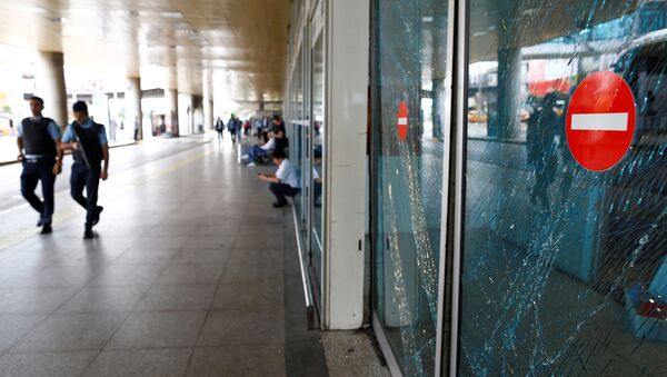 Následky výbuchu na Atatürkově letišti - Sputnik Česká republika