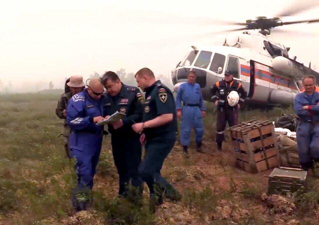 Záchranáři na místě pádu Il-76