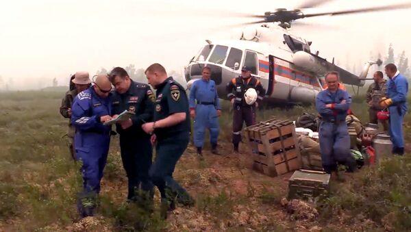 Záchranáři na místě pádu Il-76 - Sputnik Česká republika