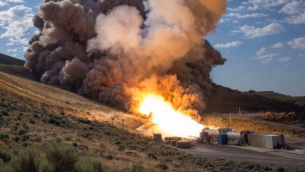 Zkoušky pohonu na tvrdá paliva pro supertěžký nosič SLS (Space Launch System)   - Sputnik Česká republika