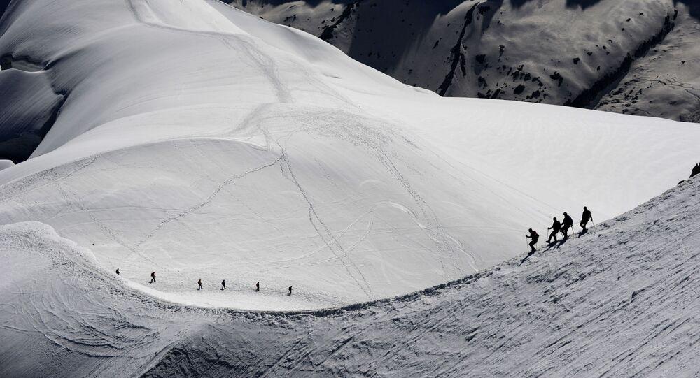 Horolezci v okolí hory Mont Blanc ve francouzských Alpách
